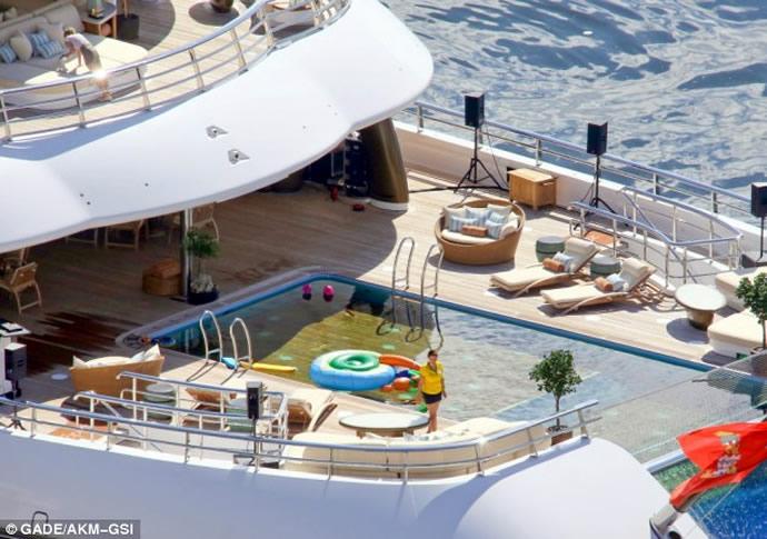 topaz-yacht-scandale
