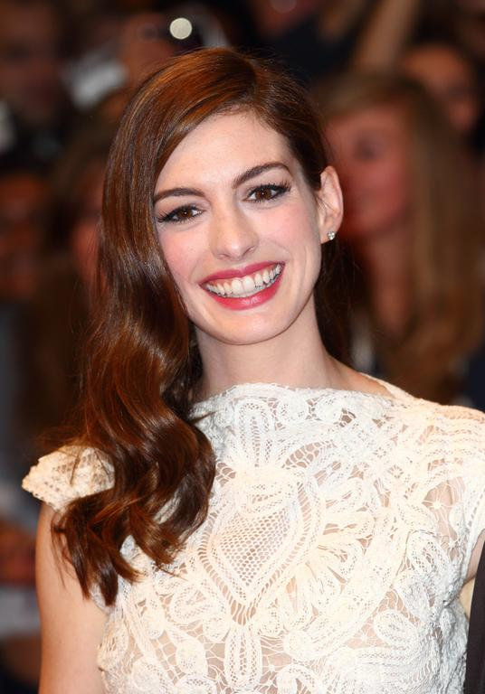 Anne Hathaway cheveux long