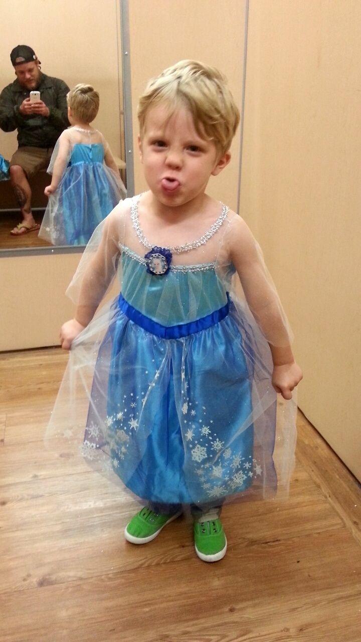 garcon déguisé en princesse