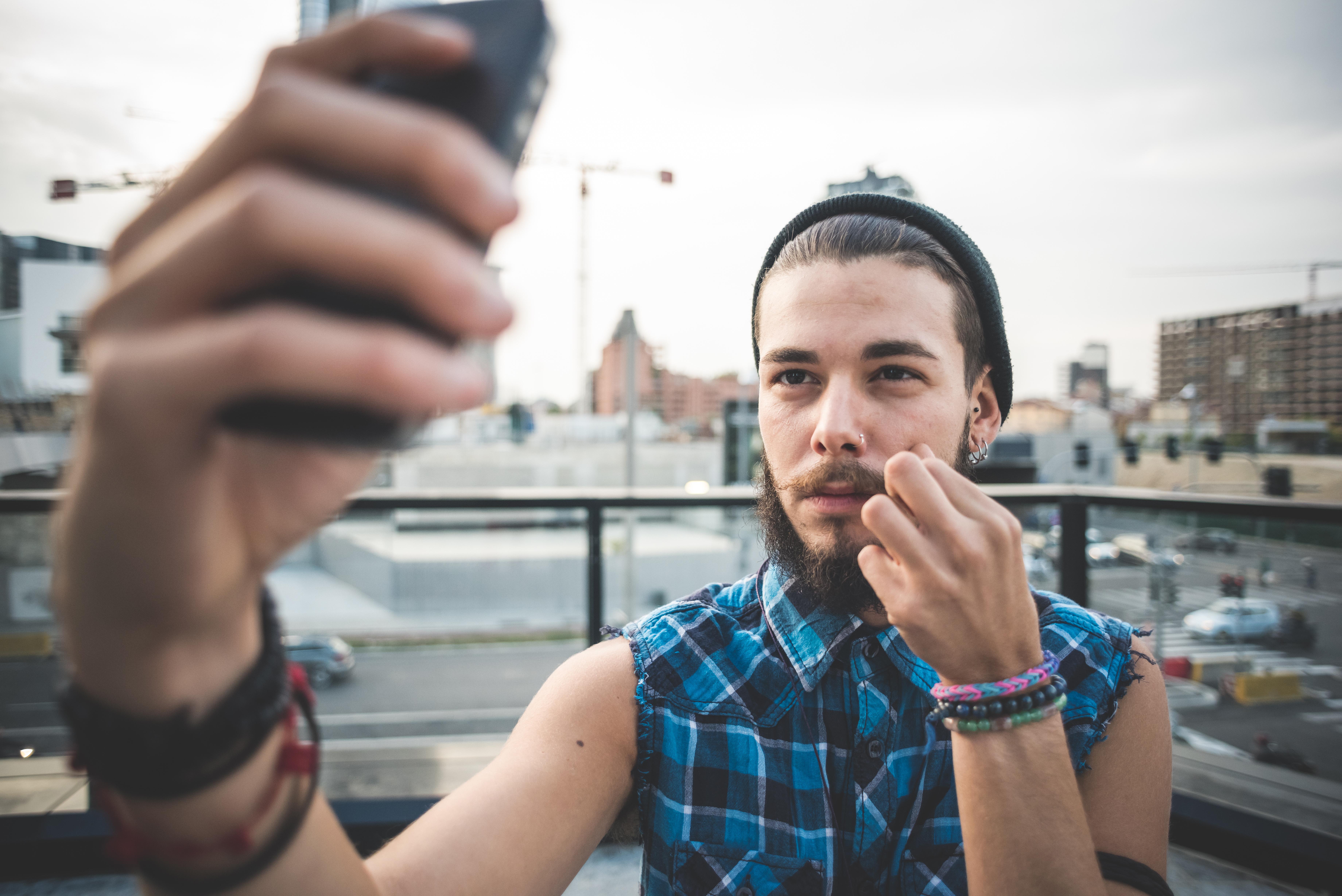 homme selfie hipster