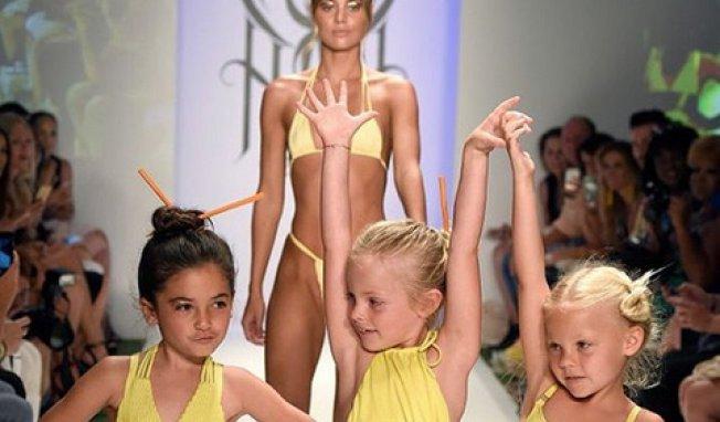 petites filles en bikinimaillot_de_bain