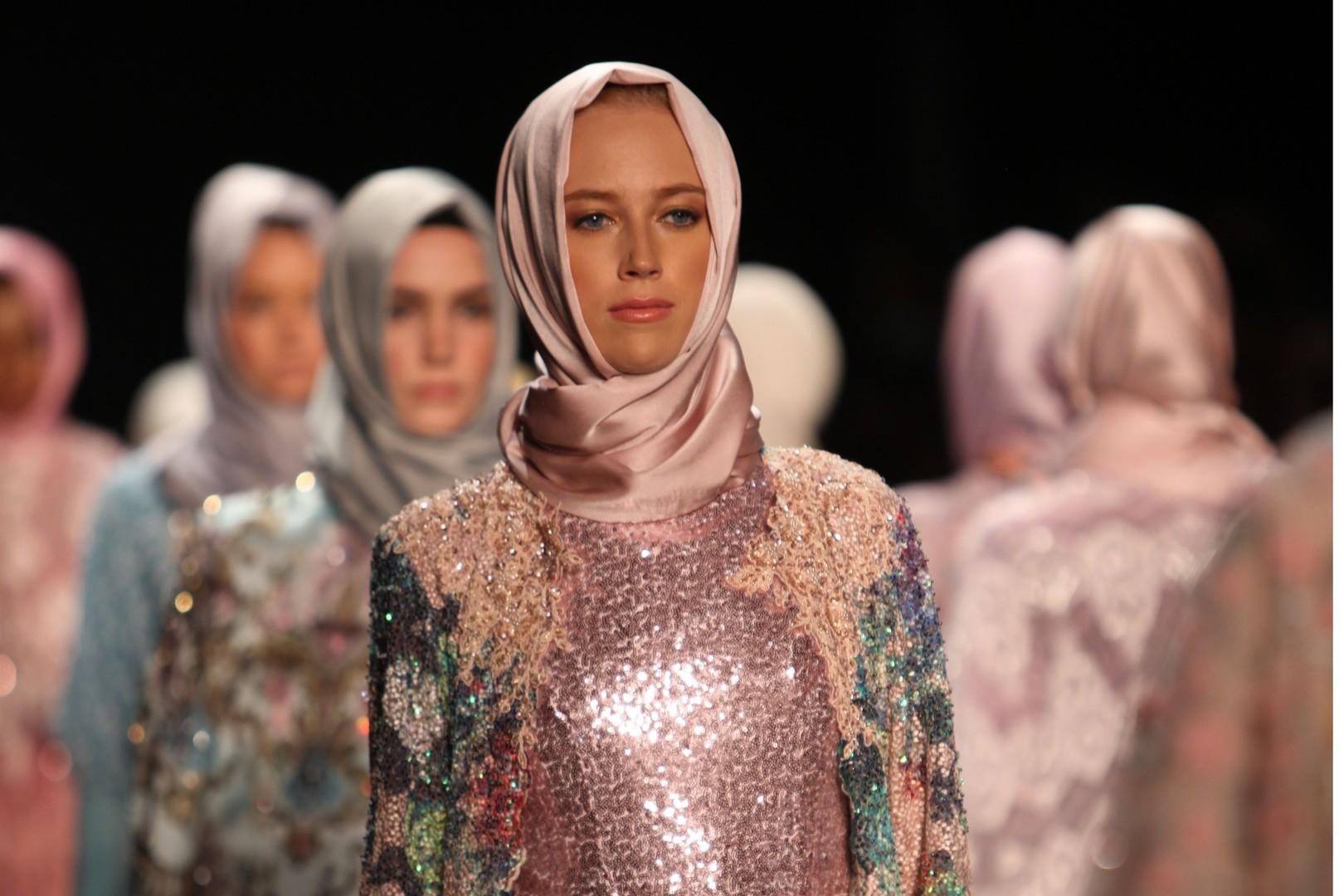 fashion-week-new-york-2017-de-anniesa-hasibuan