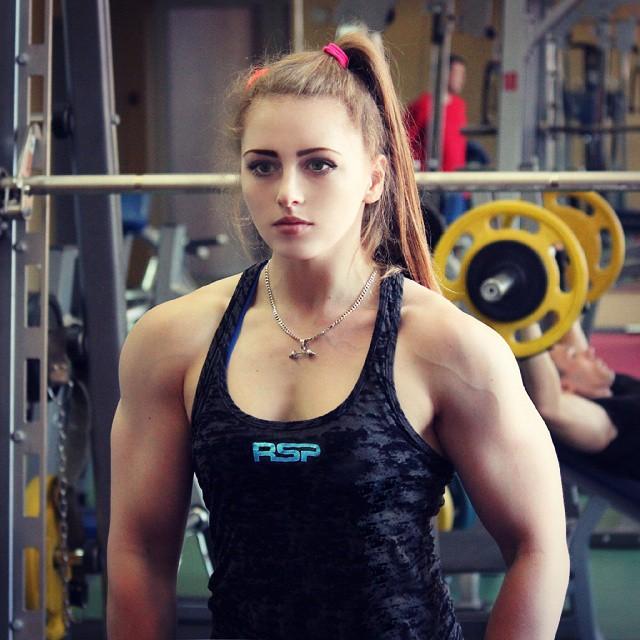 Julia-Vins-barbie muscle