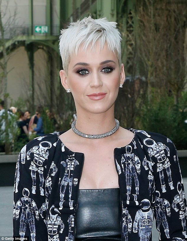 Katy_Perry_coupe courte